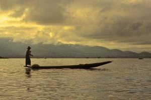 Myanmar: Pêcheur sur le lac INLE